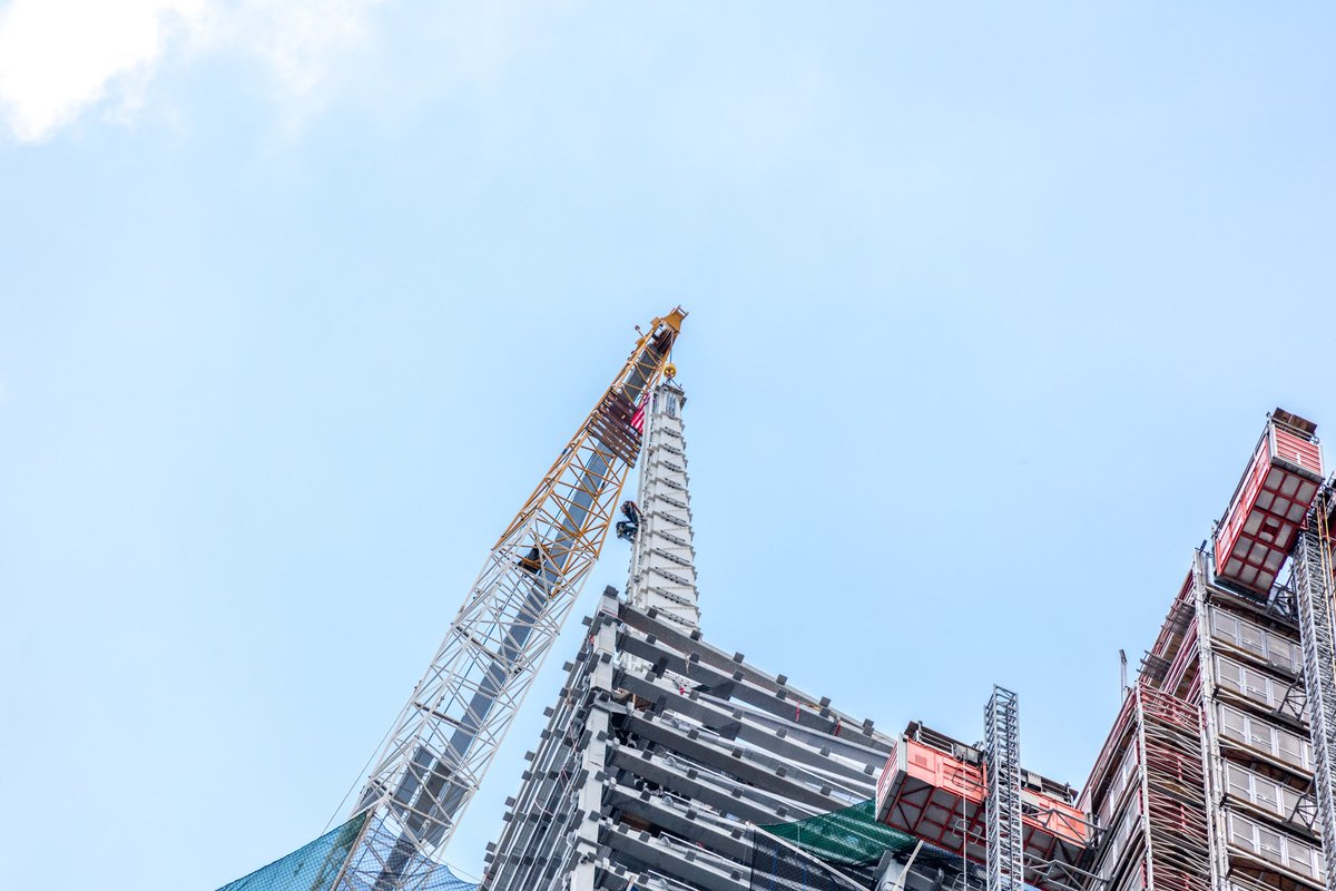 SL Green tops out One Vanderbilt dlvr.it/RDRcyG