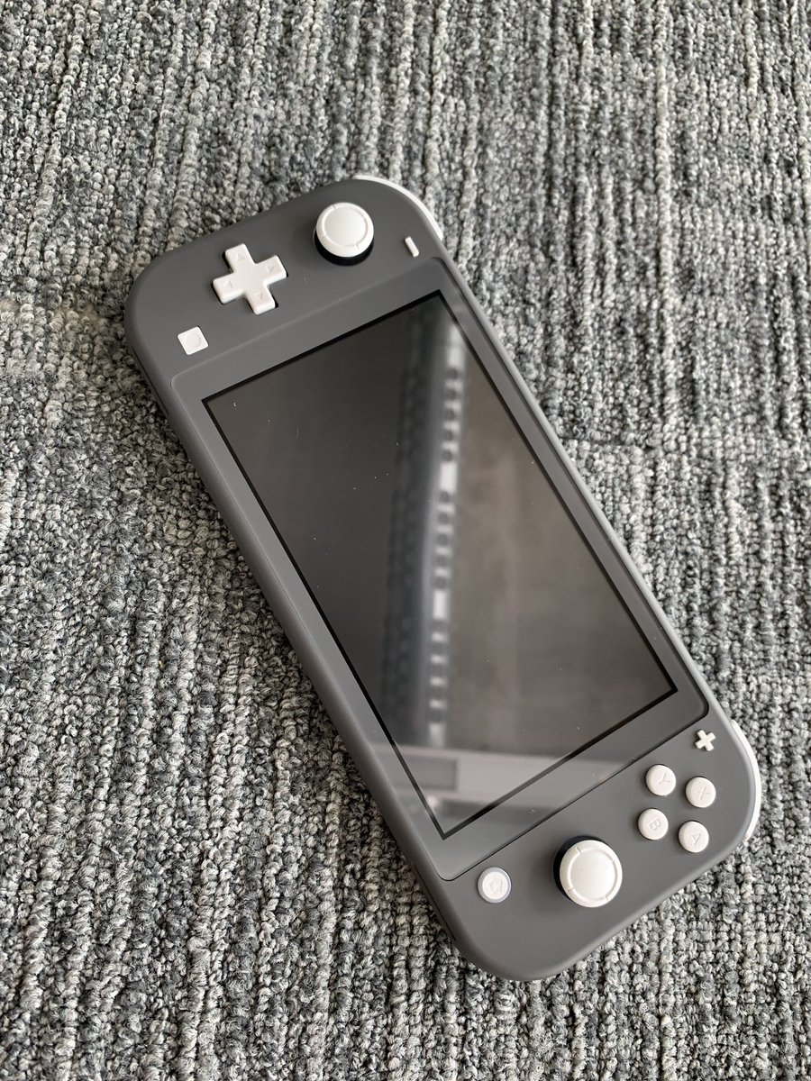 Well the Switch Lite is a gorgeous little thing. <br>http://pic.twitter.com/8CCYiuNfC4