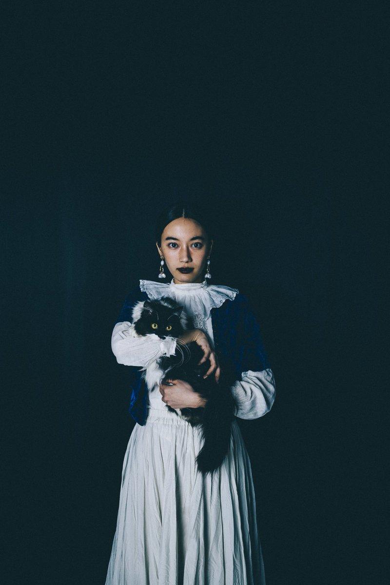 test ツイッターメディア - わたしと猫モデルデビューを果たしたもろこしの肖像画。 Taken by @Fujii_yui https://t.co/dmiqcP9YrS