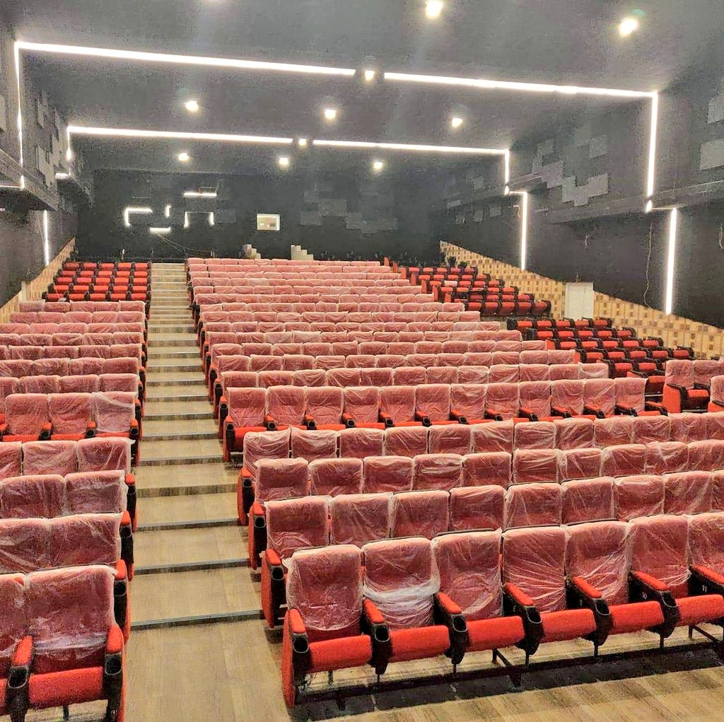 "Trichy Films on Twitter: ""Trichy BHELEC Cinema 4K Dolby Sound System  Seating Capacity Premium 60 Posh Elite 327 Couples Lounge ( 2 ) 40 Family  Class ( 3 ) 18 Totally 445 Seats #Kaappan… https://t.co/N3HEWh6NBV"""
