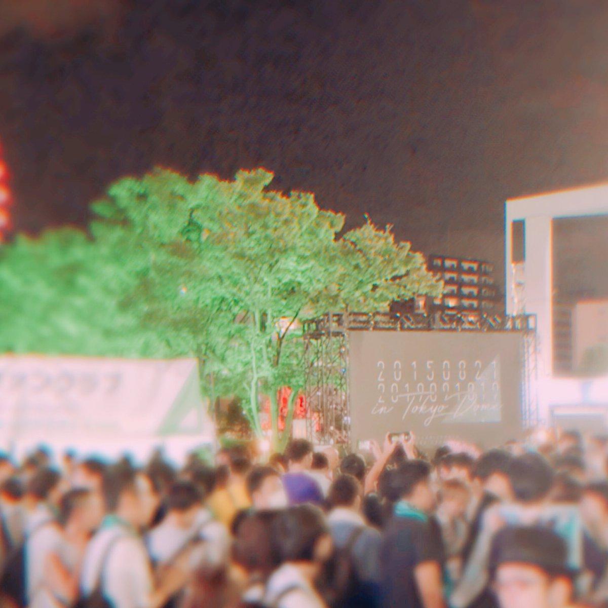 #欅坂46 #初東京ドーム 終戦。欅坂46って、欅坂46ファンって、すごい。一体感なんてレベルじゃなく欅坂が何万人もいる、そんな熱気と共鳴と、爆発。サイリウムが大きな欅にしか見えなくて、皆で辿り着いた場所なんだなって何度も胸がいっぱいになりました。りっちゃん&皆さん、本当にお疲れ様☺️