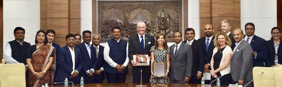 This meeting was held to explore investment opportunities in India, particularly in Maharashtra in pharma, biotechnology, entertainment and IT sectors. <br>http://pic.twitter.com/w4rP05iDxk