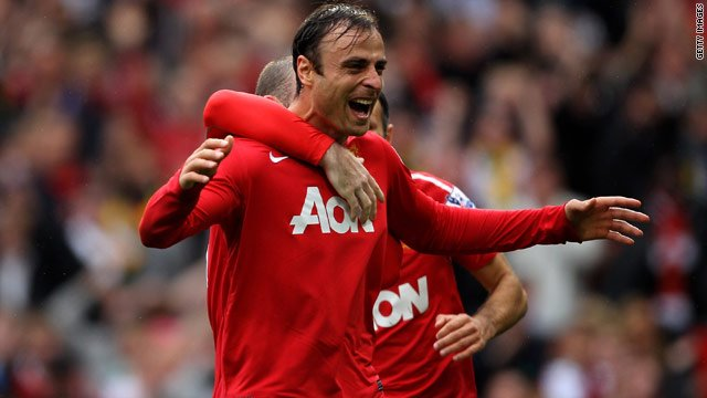 En ce jour spécial*, Dimitar Berbatov annonce sa retraite ! Sans club depuis un an et demi, il a déjà commencé sa formation pour obtenir les diplômes dentraîneur. 👴 *Il annonce sa retraite 9 ans jour pour jour après son triplé face à Liverpool avec MU ! ⚽⚽⚽