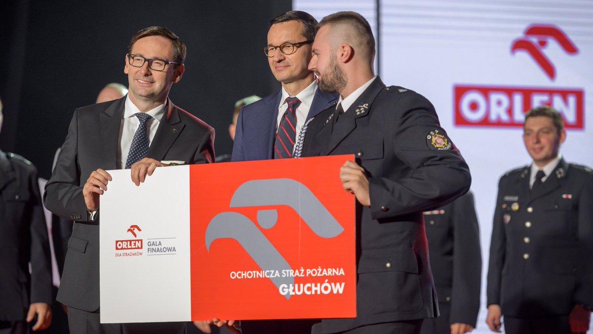 .@PKN_ORLEN rozwija się wraz z polską gospodarką. Dzięki temu możemy zwiększać nasze zaangażowanie społeczne. Dziś razem z @MorawieckiM uroczyście podsumowaliśmy kolejną edycję programu ORLEN dla Strażaków, w ramach której wsparliśmy blisko 250 jednostek Straży Pożarnej