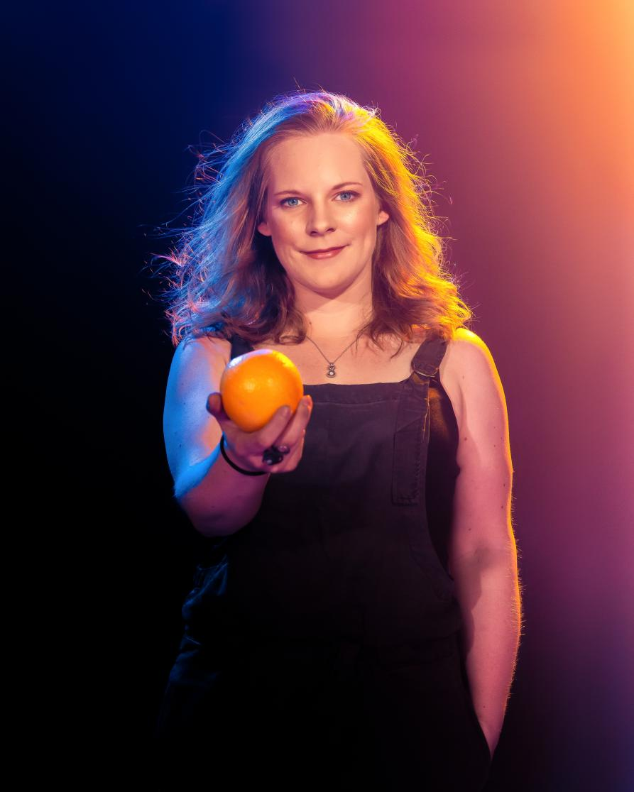 Did you know that a brain affected by Alzheimer's can weigh around 140g less than a healthy brain? That's about the weight of this orange. Join me and #ShareTheOrange to help @AlzResearchUK change the conversation about dementia. Photo by the excellent @lindablacker <3