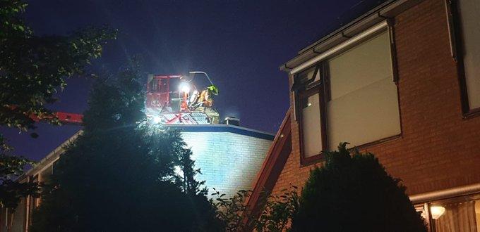 Middelbrand Prinses Margrietlaan Maasland betreft schoorsteenbrand. Brandweer met de hoogwerker in actie https://t.co/tyCbo5sGyc