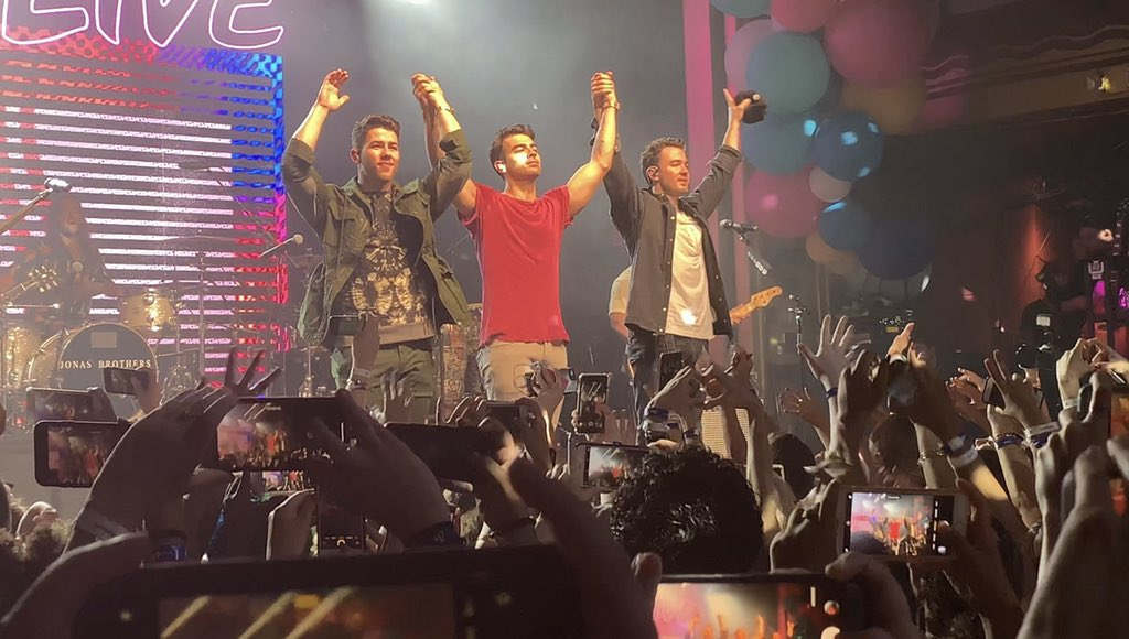 The Jonas Brothers Pandora Live show at Webster Hall & their tour show at MSG!! #TickPickMe <br>http://pic.twitter.com/XcSvhkYnkF