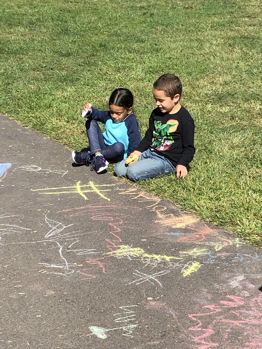 Who doesn't love some sidewalk chalk on a sunny afternoon? ☀️#ltps @JayBilly2