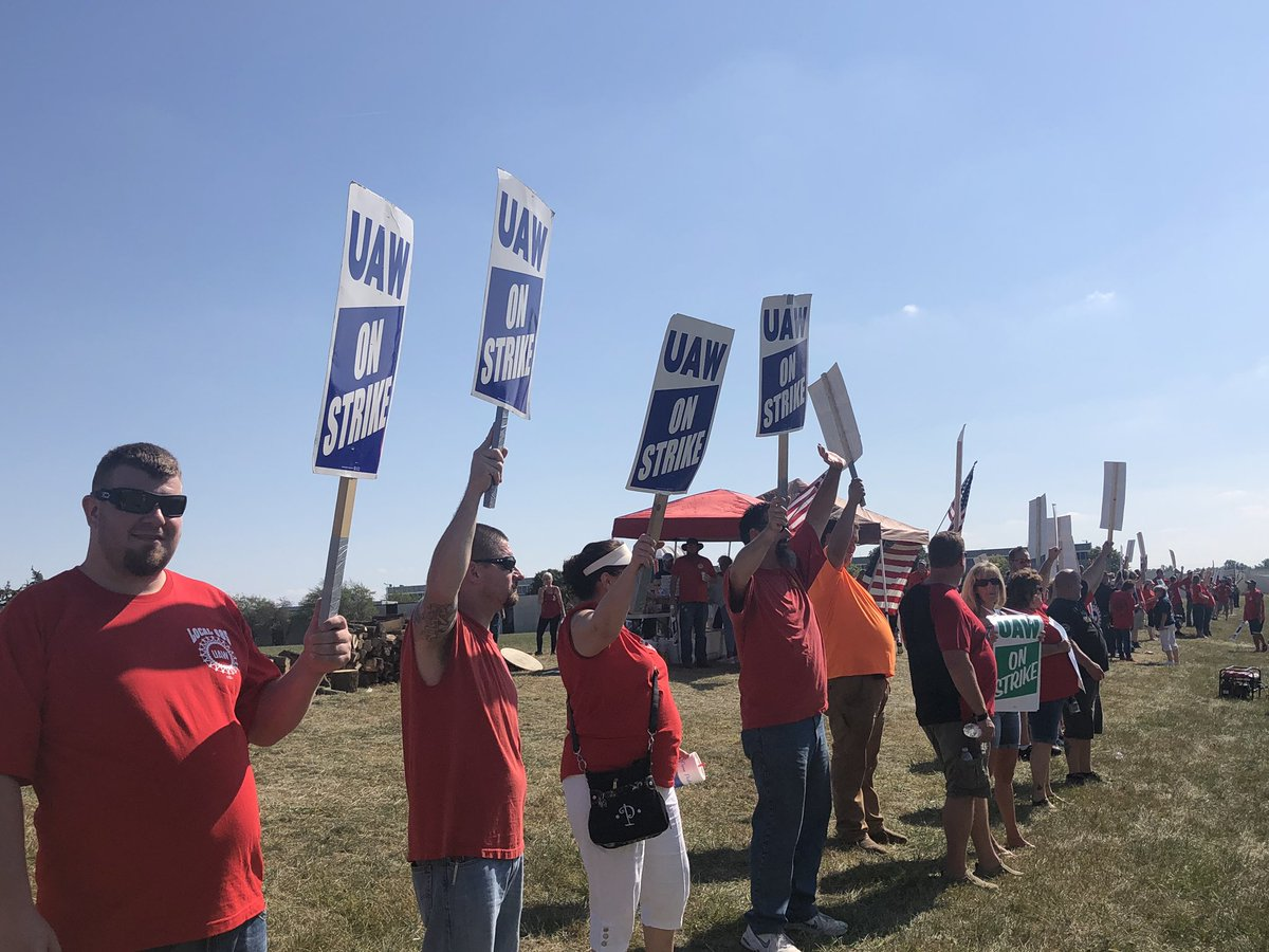 .@UAW members continue to be on strike against @GM. They are demanding higher wages, better health care, & more job security. We caught up with Local 292 in Kokomo to see how the strike is going. I'm live @ 5 telling you how the strike comes at a cost to members. #UAWStrike