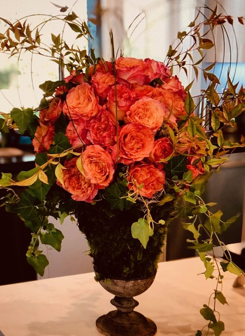 Happy Birthday Trisha Yearwood ! Garth sent roses. We all would if we knew where you were :)