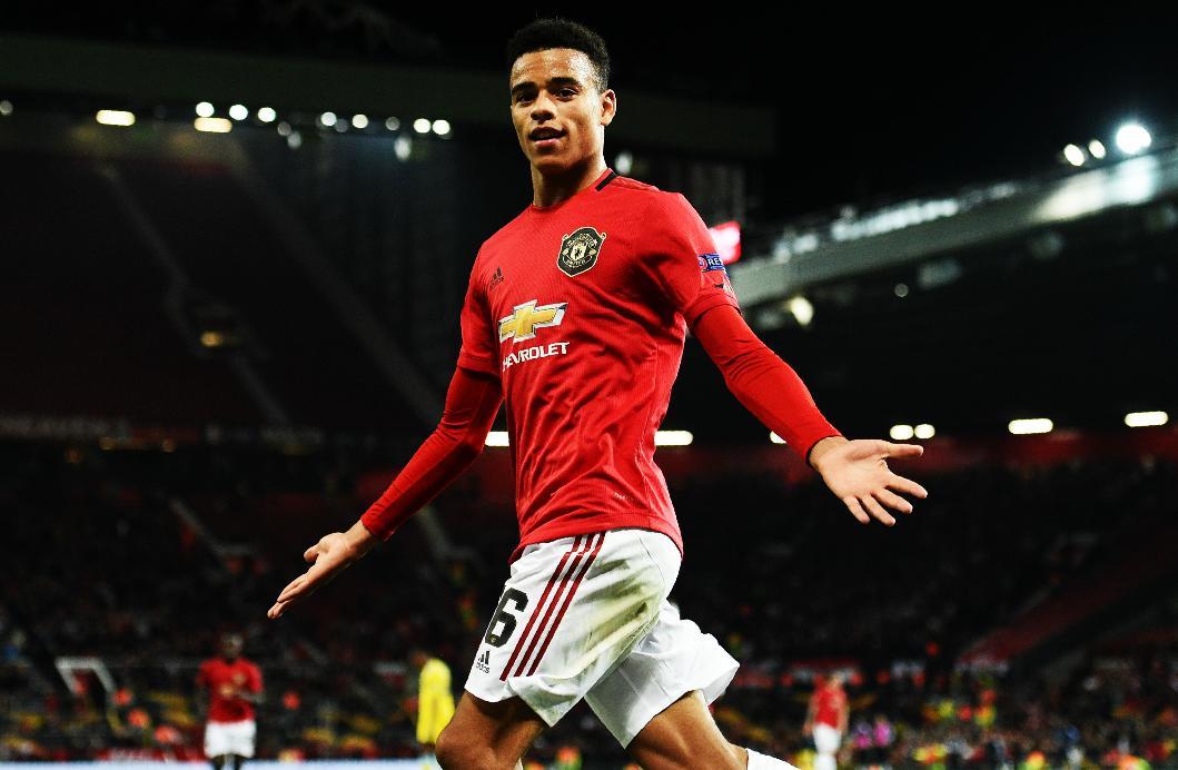 Se llama Mason Greenwood, tiene 17 años de edad y acaba de marcar su primer gol con el equipo absoluto del Manchester United. Lo consiguió en un duelo de competición europea. Uno de los talentos más prometedores del fútbol inglés. DIAMANTE EN BRUTO.