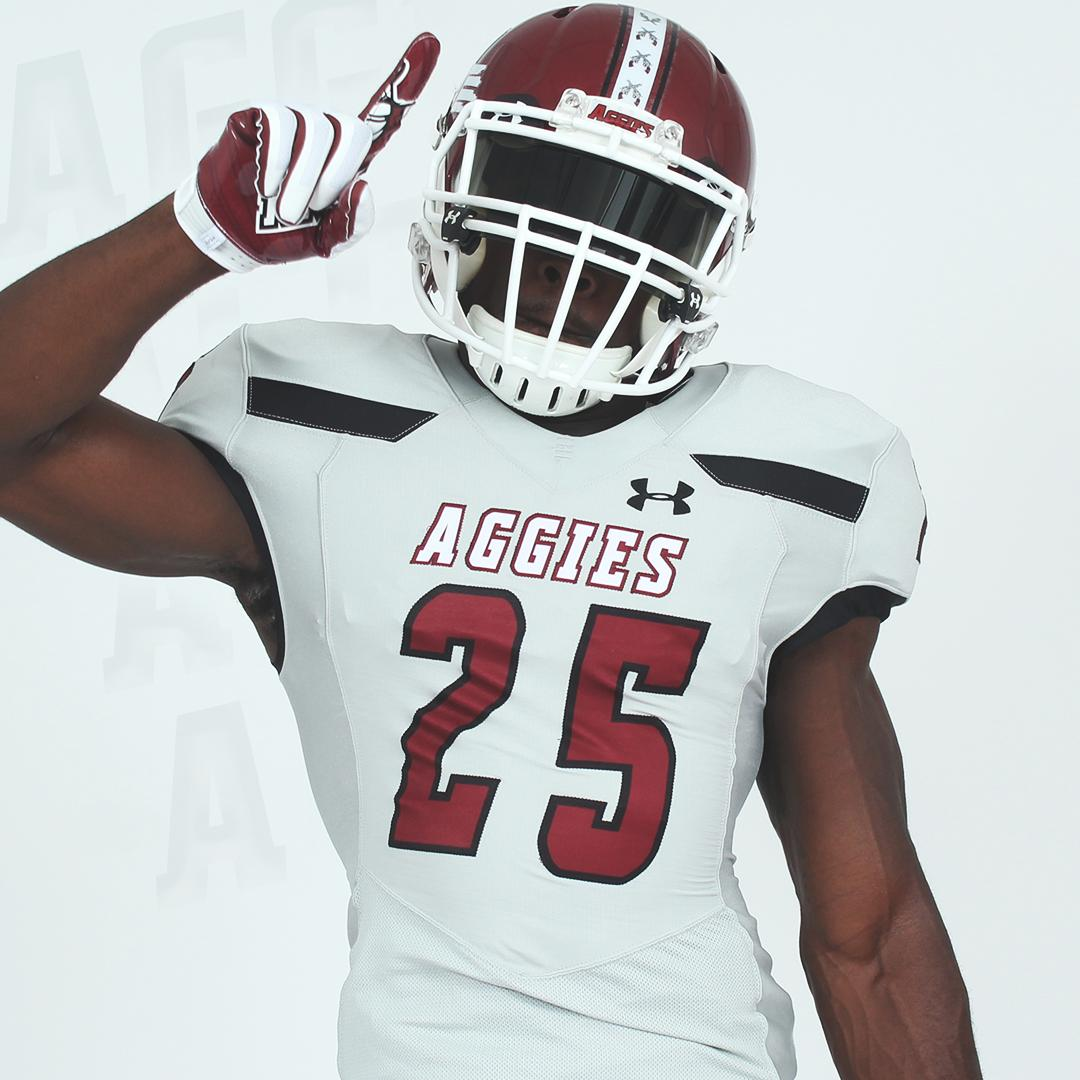 Hit 'em with something different.  #AggieUp<br>http://pic.twitter.com/TRnE79UMnP