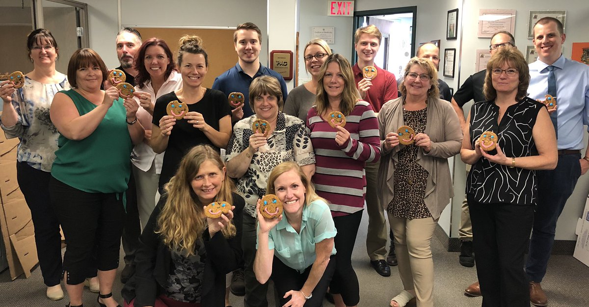 Everyone love a #smilecookie while supporting our community! #royalvictoriahospital #hospicesimcoe #teammoore #moorepackaging #givingback https://t.co/jiERkwl9K8