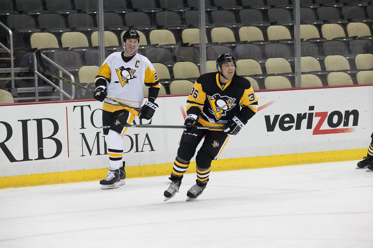 @BillyGardell @YaJagoff In this pic, of 2 of the best in the Burgh, it's a combined 1,723 points in the NHL.