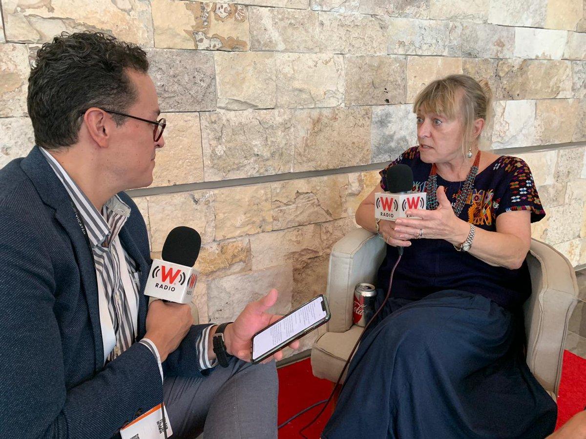 """Jody Williams de #EUA, #PremioNobel de la Paz 1997 quien recibió el premio junto a La Campaña Internacional para la Prohibición de las Minas Terrestres (ICBL) """"por su trabajo para la prohibición y desmonte de minas antipersona"""".#AsíElWeso con@EnriqueEnVivo"""
