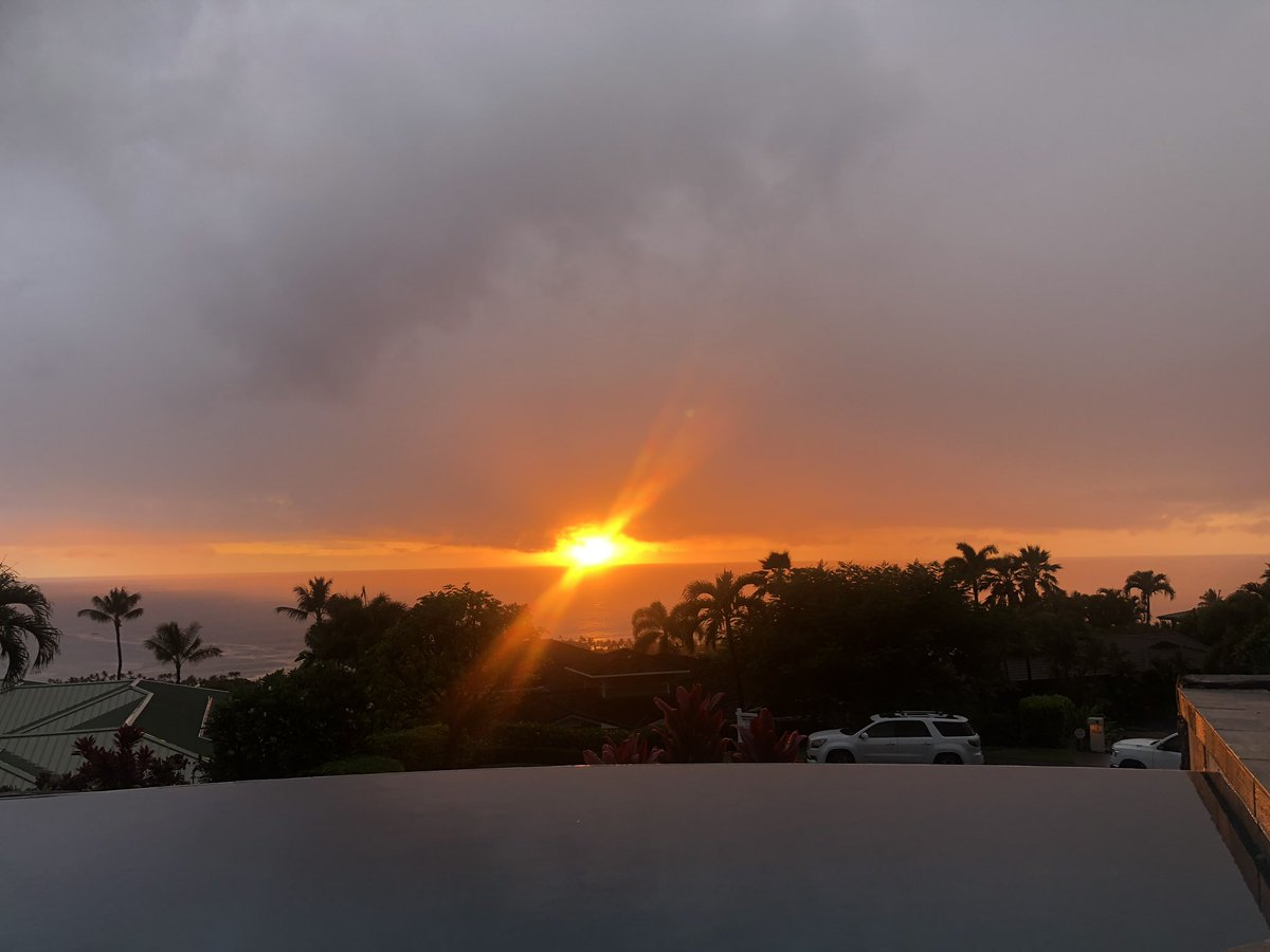 Rainstorm passed thru and left a beautiful sunset behind tonight. #BigIsland #Hawaii #kona #808educate