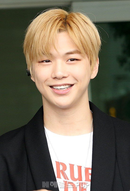Kang Daniel's outbound look before he heads to Malaysia for a fan event. Safe trip!   @danielk_konnect <br>http://pic.twitter.com/SXlc1vWmXv