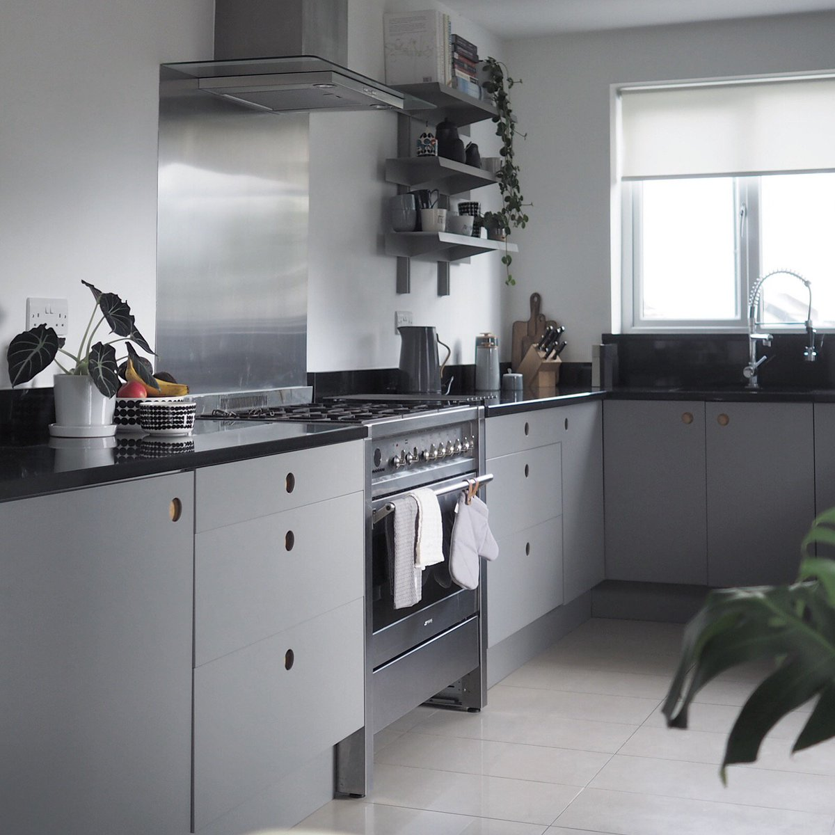Naked Doors On Twitter We Are Loving The Scandi Style In This Stunning And Striking Kitchen From Nordicnotes Nakeddoors Purescandi Scandistyle Scandikitchen Greykitchen Birchply Bespokekitchen Kitchenrenovation Ikeahack Kitchendecor