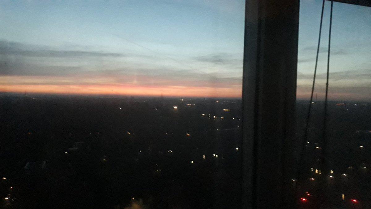 Guten Morgen Ihr Lieben. In Münster geht die Sonne auf. Der Blick aus dem #UKM aus der 17. Etage 😀.