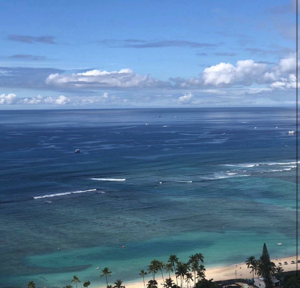 Look at the different shades of blue from ocean view guestros#trumpwaikiki #trumpwaikiki0 #neversettle #oceanview#fivestarhotelhonolulu #roomwithaview