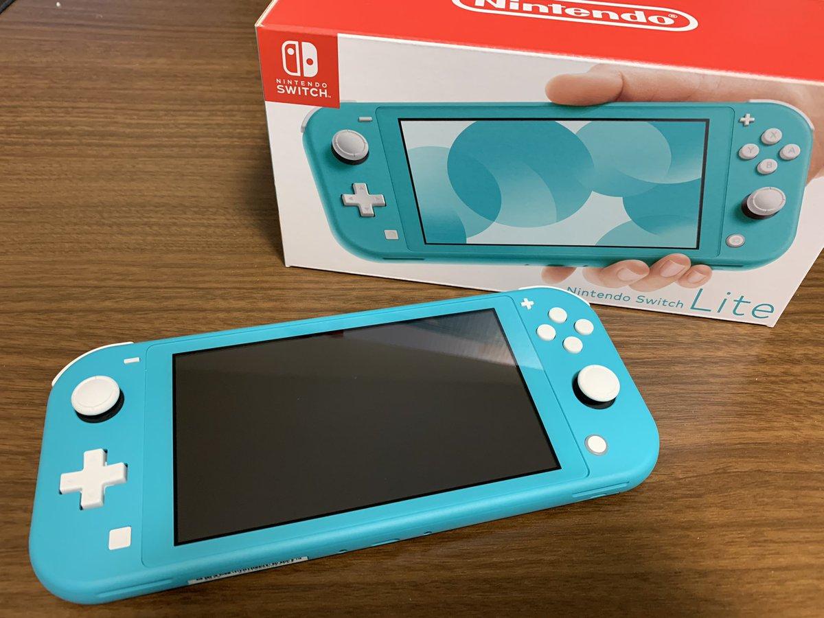 おおおおお…Switch Lite……!!! <br>http://pic.twitter.com/TmoLOrGrKV