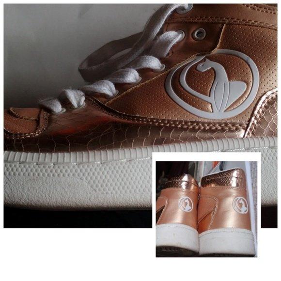 So good I had to share! Check out all the items I'm loving on @Poshmarkapp from @JKCandles #poshmark #fashion #style #shopmycloset #babyphat #blupepper #adidas: https://posh.mk/nxtKEpF67Z