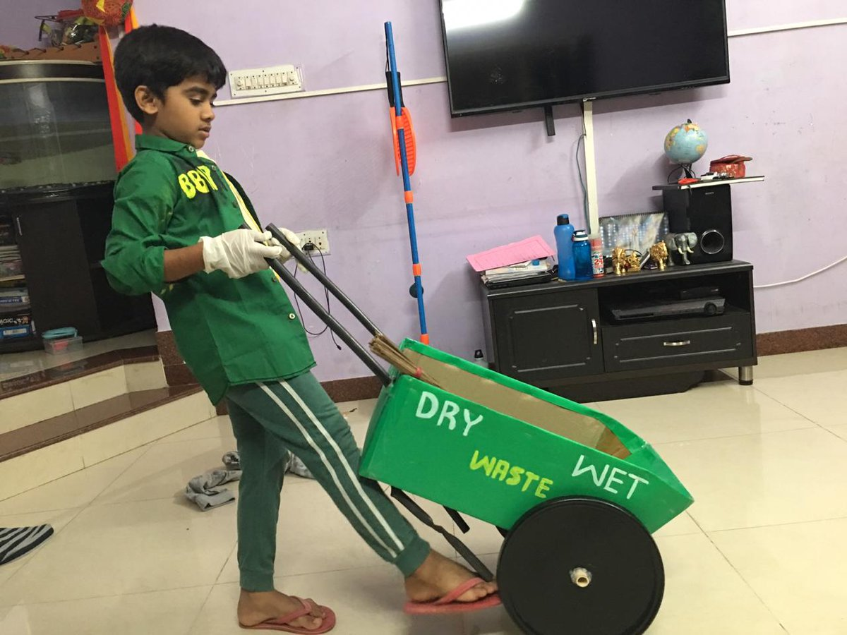 Gone are those days , where children used to choose the same old usual fancy dress . Trend has changed. @RashmiBelur 's son as BBMP pourakarmika , well done :)