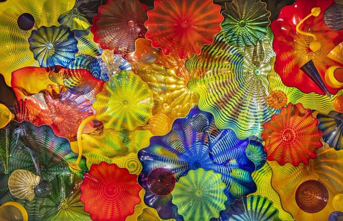 ""\""""I never met a color I did not like."""" Happy Birthday Dale Chihuly""680|438|?|en|2|5abcec5dfbda3b6a5bdbc8d32e9f5261|False|UNLIKELY|0.3292435109615326