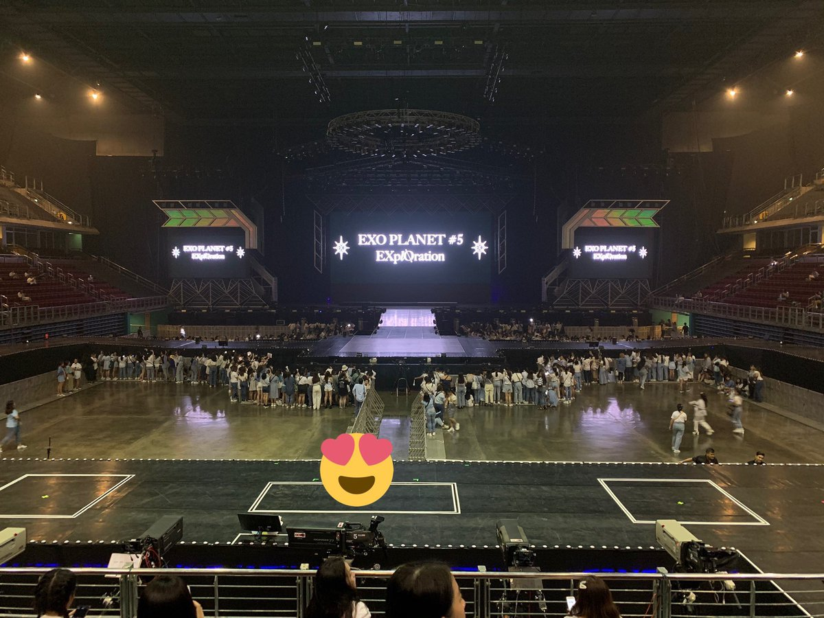 THE BEST STAGE AND SEAT PLAN EVER!  Thai EXOL's are gonna be so close to EXO!  Some might even have the luck to hold their hands!! OMG  #EXplOrationBKK<br>http://pic.twitter.com/ggupHIUbSb