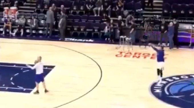【影片】這是什麼神仙?Curry賽前熱身狂投Logo三分彈無虛發