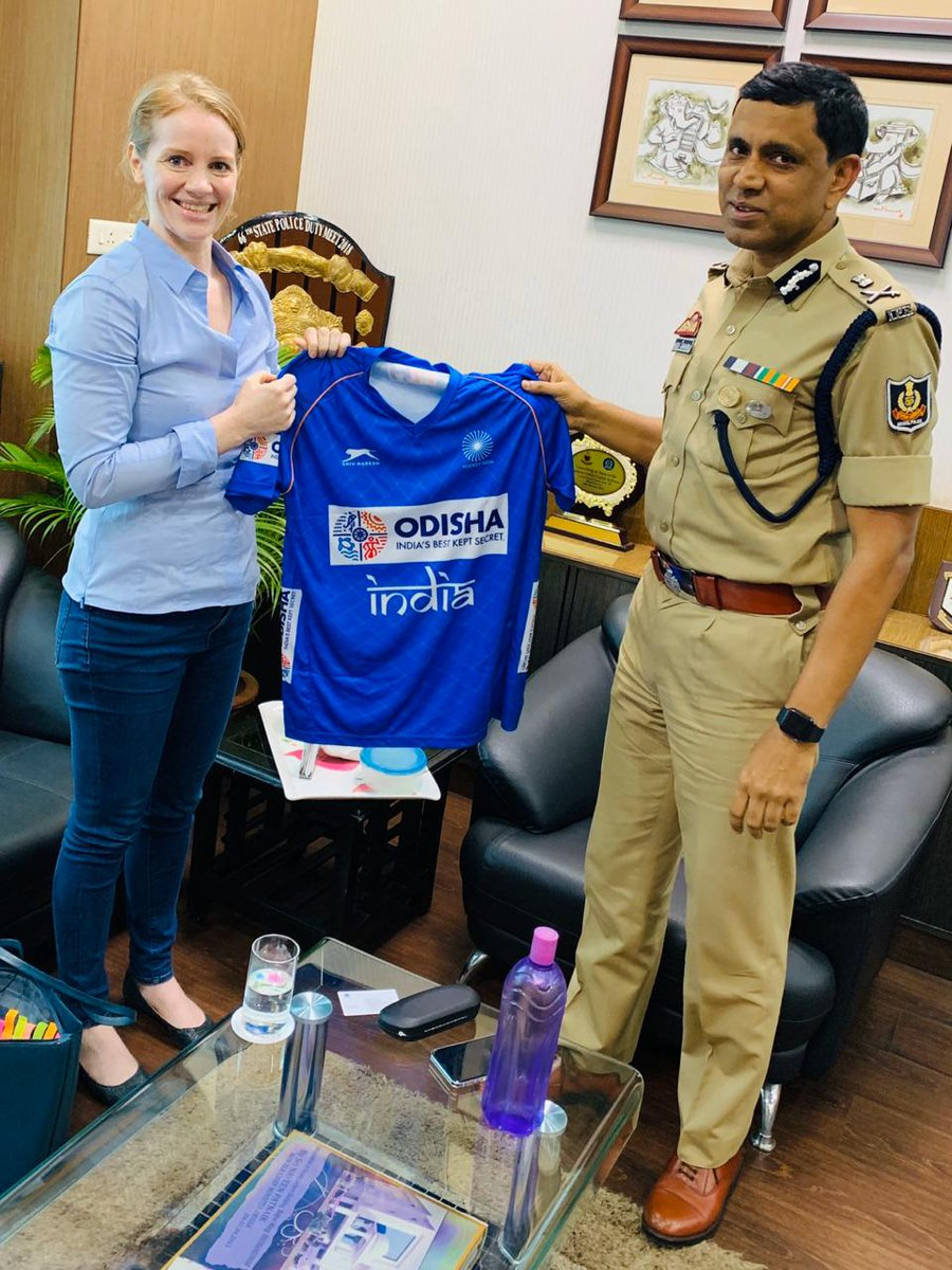 Ms Elena Norman, CEO, Hockey India presented Dr Sudhanshu Sarangi, IPS, Commissioner of Police Bhubaneswar-Cuttack with #TeamIndia jersey ahead of the all-important @FIH_Hockey Olympic Qualifiers Odisha scheduled to be held in Bhubaneswar on 1st- 2nd November 2019.   #IndiaKaGame<br>http://pic.twitter.com/FfjtdyoHNy