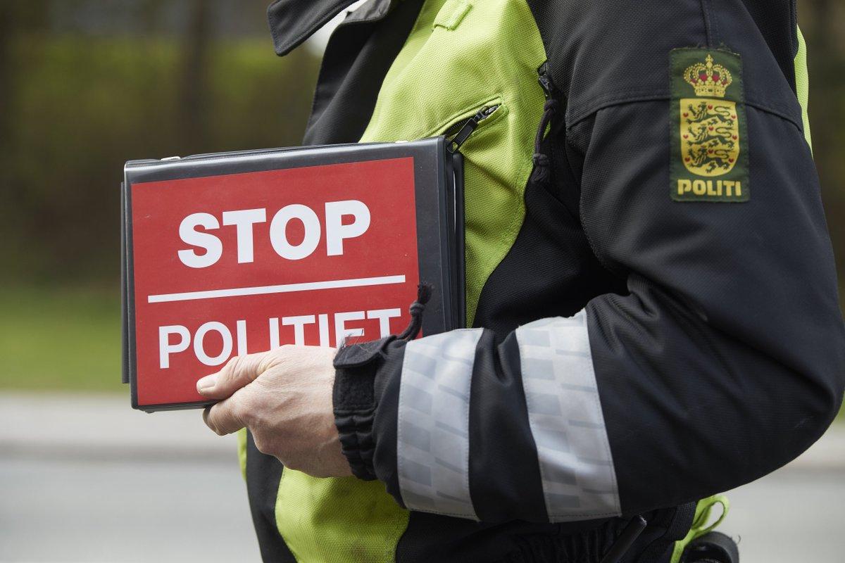 """I morges var vi igen på vejene i Aarhus og Randers i forbindelse med ugens uopmærksomhedskampagne. I dag blev det til 12 klip for brug af mobiltelefon under kørsel, så vi er nået op på 43 """"morgenklip"""" denne uge og 136 i alt indtil videre: https://t.co/1AckKLt1LH #politidk https://t.co/SGBMZRcHf6"""