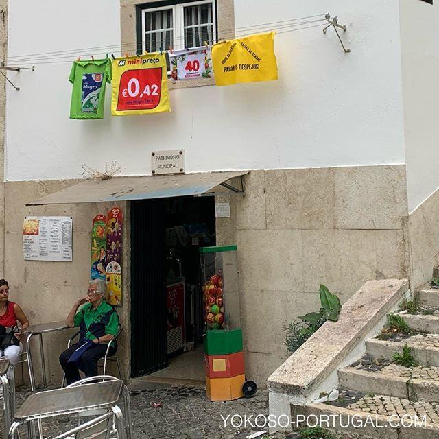 test ツイッターメディア - 洗濯物のように干されている、新しいスタイルの広告。 #リスボン #ポルトガル https://t.co/Kd5vQV33M7