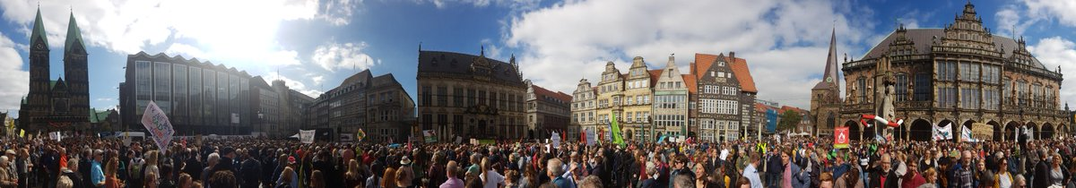 More than 30,000 from young to old are in the streets of #Bremen to speak up for #climatejustice #Klimastreik #AlleFuersKlima #FridaysForFuture<br>http://pic.twitter.com/1GSo8zvarL