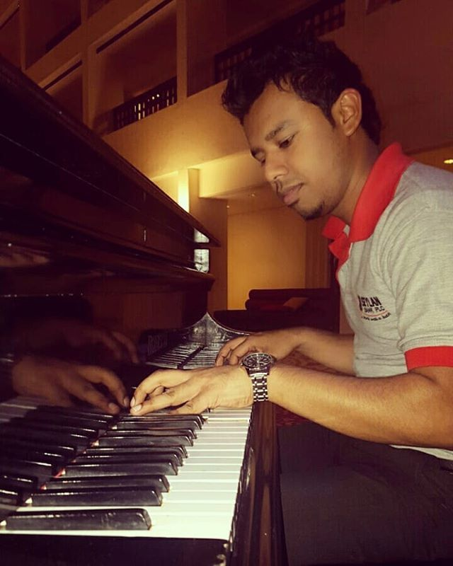 """""""My music will tell you more about me than i ever will""""......#piano #music #pianist #musician  #pianocover  #musica #classicalmusic  #instamusic #cover #concert #pianomusic  #musicians #livemusic #pianoplayer #singing #bhfyp #artist  #instagood  … https://ift.tt/31EQg2V"""