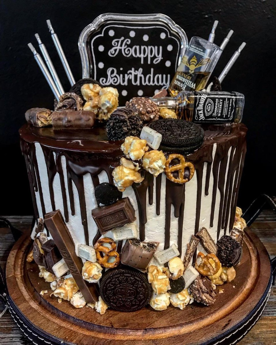 We here at CraveClean also allow for a cheat day once in a while 😬👏🏻  Here is one of our custom cakes! Five Nut Chocolate Cake with a Bourbon Swiss buttercream 🥂😍  #customcakes #chocolate #caramelpopcorn #oreos #pretzels #bourbon #cheatday #sundayfunday