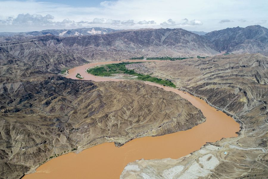 """Opinion: Yellow River, known as China's """"Mother River,"""" flows on under protection, development http://xhne.ws/W7Frl"""