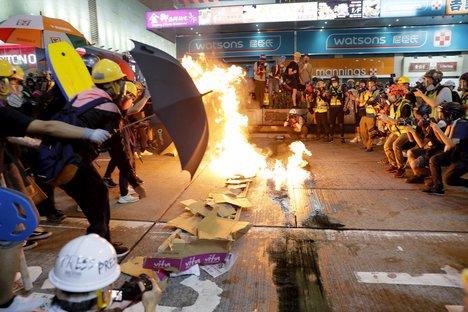 #AmnestyInternational Says #HongKongPolice Using 'Reckless and Indiscriminate Tactics'#HongKongProtest #ExtraditionBillhttps://article.worldnews.com/view/2019/09/20/Amnesty_International_Says_Hong_Kong_Police_Using_Reckless_a/…