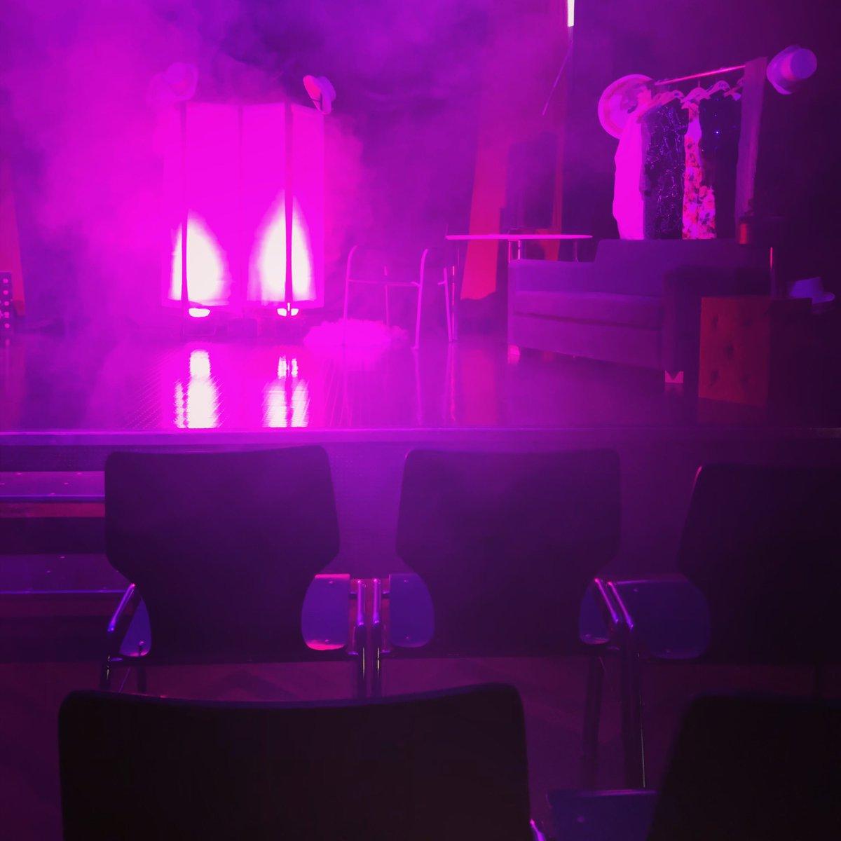 Die Bühne steht bereit! Das #kulturhighlight im Norden der Stadt heißt: #theatermimus ! Achtung Showbusiness- 20:00 Uhr im PROVISORIUM im HDJ #bramfeld. Alle Infos auf unserer Internetseite. #theater #impro #improvisationstheater #esgibtnochkarten #hamburg #startinswochenendepic.twitter.com/uLfJT96dVp