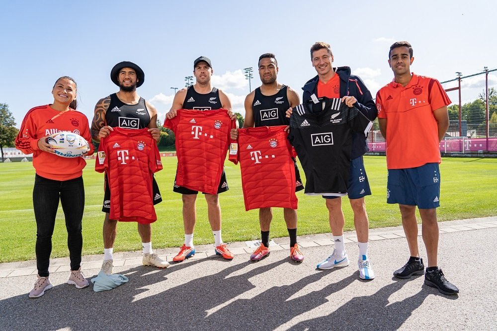 Playing it cool but absolutely star struck 🤩 Thanks to @FCBayern and @AllBlacks7s for setting this up ❤️🌿