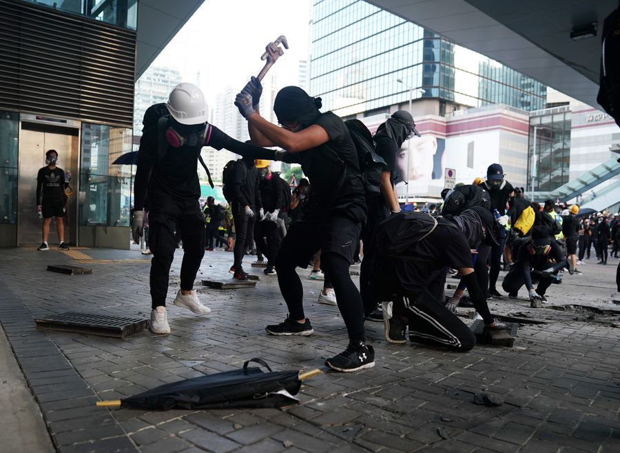 Hong Kong police say 1,474 have so far been arrested during unrest http://xhne.ws/5IxxM