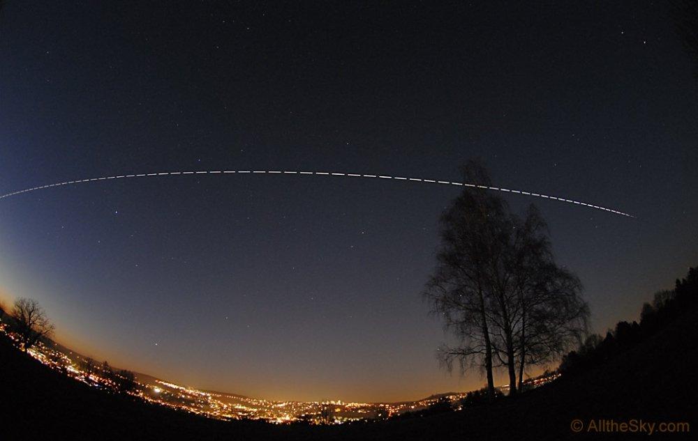 вещество как выглядит спутник с земли ночью фото может