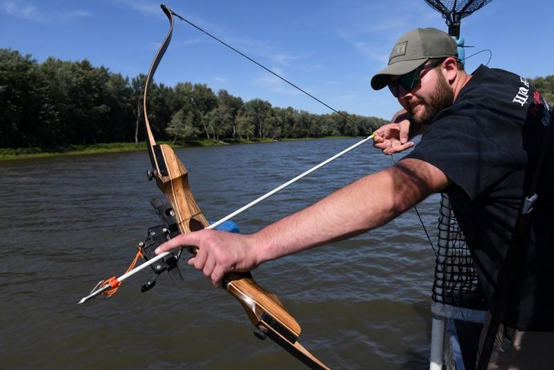 Bow hunters target invasive Asian carp for sport on the Illinois River