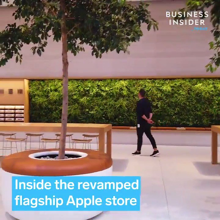 Image for the Tweet beginning: The renovated Apple flagship store