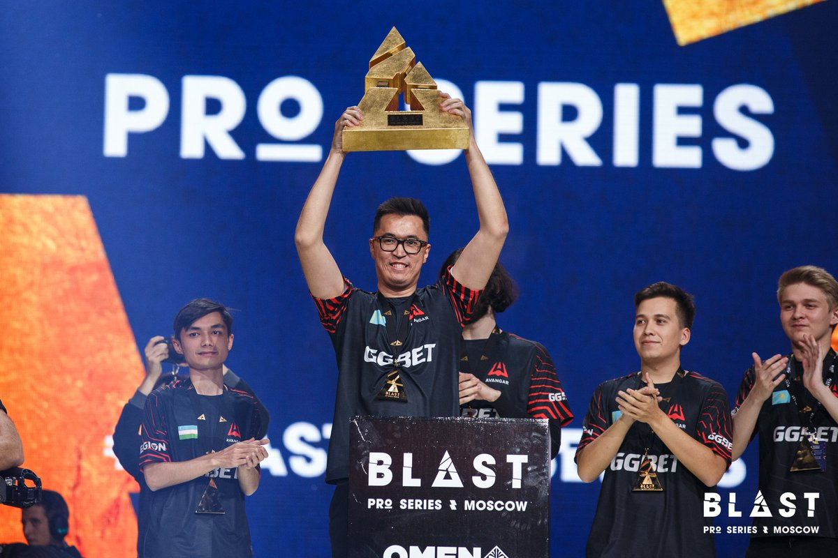 One week ago today, we crowned @avangarkz, said an emotional goodbye to @zeusCSGO and celebrated Counter-Strike with the fans in the VTB Arena! Spasiba once again 🇷🇺❤️ #BLASTProSeries #Moscow