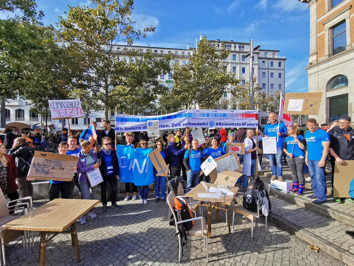 #Scientists4Future/#AWIs4Future in Bremen! It has been fantastic! 40.000 people! Lots of nice discussions! Thanks for listening! @bremenforfuture @sciforfuture #GlobalClimateStrike #AlleFuersKlima <br>http://pic.twitter.com/ASFajNIKZg