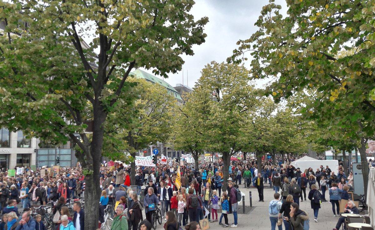 #hamburg today#FridaysForFuture#AlleFürsKlima #ClimateStrike#autumnpeacelove No war!<br>http://pic.twitter.com/1cZVusZx30