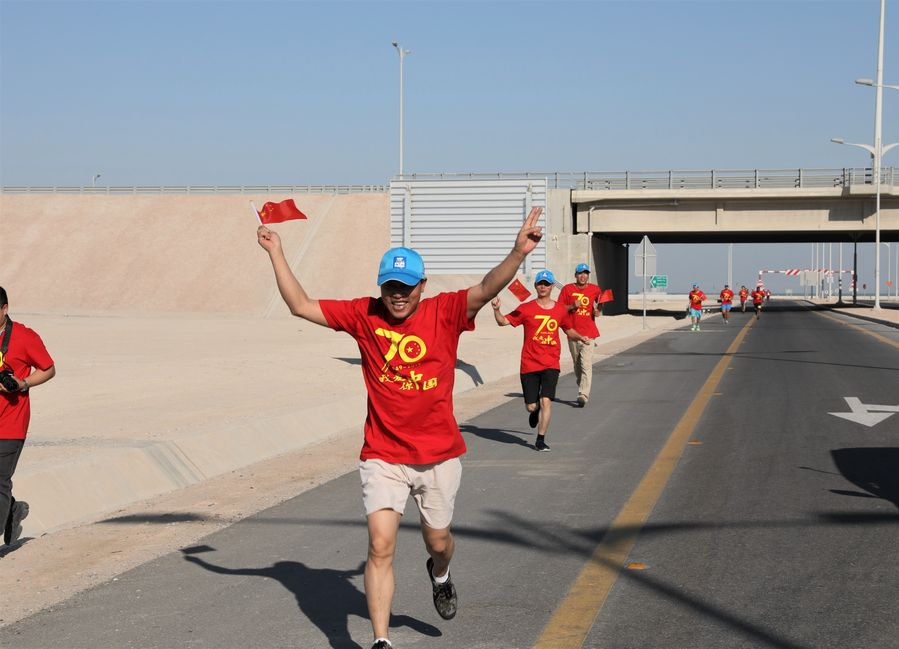 Chinese companies in Kuwait held on Friday a marathon in Kuwait City, capital of Kuwait, to mark the 70th anniversary of the founding of the People's Republic of China http://xhne.ws/SXBOR
