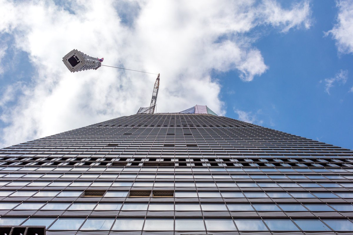 Views from the ground as the spire was hoisted to assume its place in the New York City skyline. (Credit: Max Touhey)