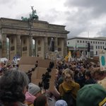 Image for the Tweet beginning: 270.000 (oder mehr) in Berlin